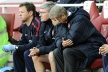 Wenger furious on Almunia is looking for a new goalkeeper