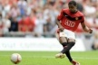 United offers new contract for Evra