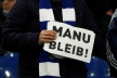 PHOTOS: Schalke fans: Manu, stay!