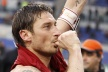 Totti with a further 2 goals, played a 4-row penalty for Roma
