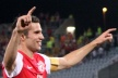 Van Persie postpone negotiations for a new contract with Arsenal