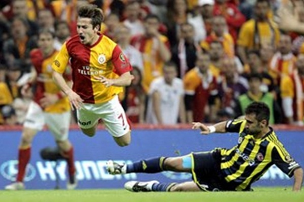 Drama in Turkey, a direct match Fenerbahce - Galatasaray will decide title