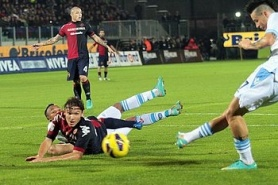 Napoli took happy three points from Cagliari, came second