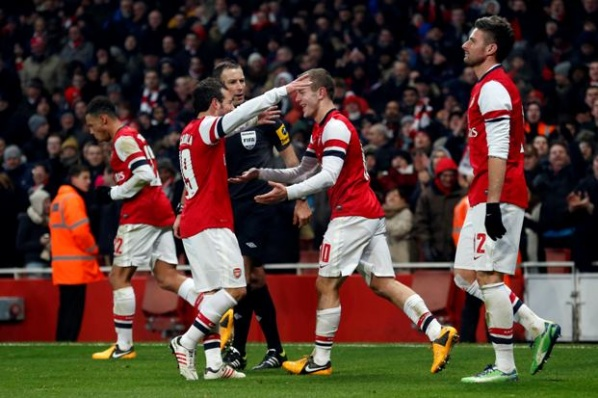 Wilshere sent Arsenal  forward in FA Cup