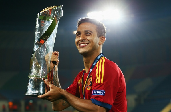 Pique: Barcelona should keep Thiago