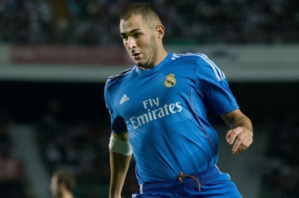 Mou uses the split in the Real and takes Benzema