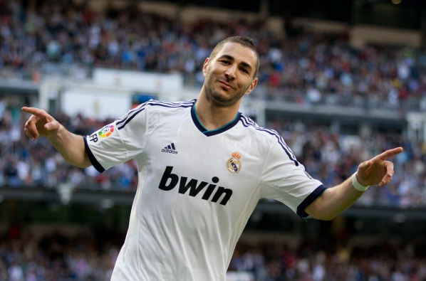 Three English clubs in the battle for Karim Benzema