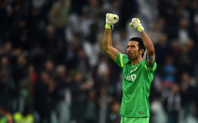 Buffon put а special captaincy on his game № 500