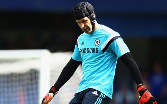 Arsenal and PSG are the main favourites for the signature of Cech