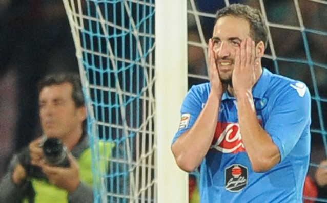 Fans of Napoli attacked Higuain and Anduhar