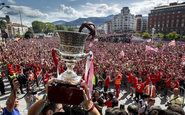 Thousands people are celebrating with Athletic Bilbao