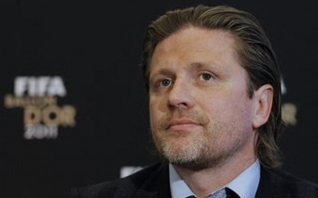 Emmanuel Petit: 'All football players think only about money.'