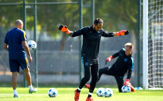 Claudio Bravo is ready to play for Barca