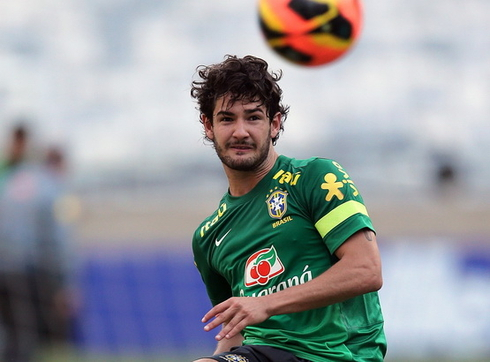 'Chelsea, Liverpool, Sporting and Benfica have a chance for Pato'