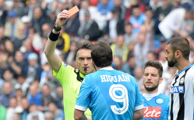 Napoli wants to halve the penalty of Higuain