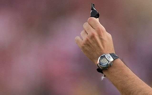 Spanish referee quit his career because of insults he is gay