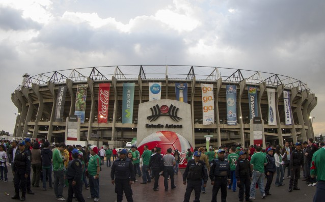 Football legends played for the 50th anniversary of the 'Azteca'