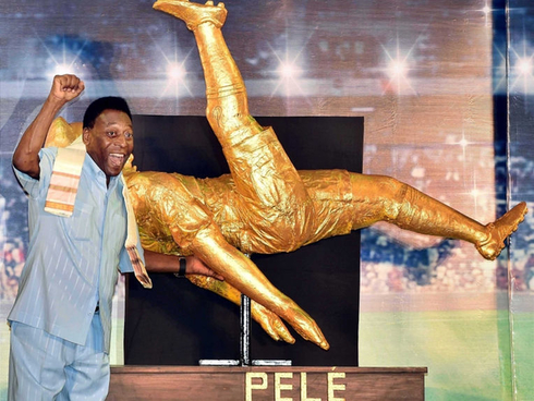 Pele will sell all his trophies at an auction