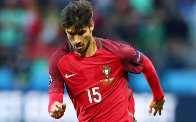 Andre Gomes: 'Journalists know more than me.'