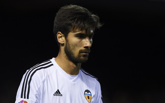 Andre Gomes will arrive in Barcelona on Tuesday