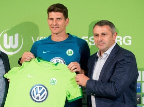 Officially: Wolfsburg presented Mario Gomez.