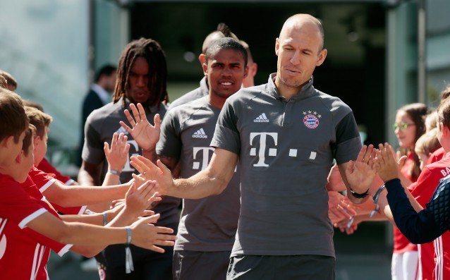 The Bayern fans are outraged by Arjen Robben