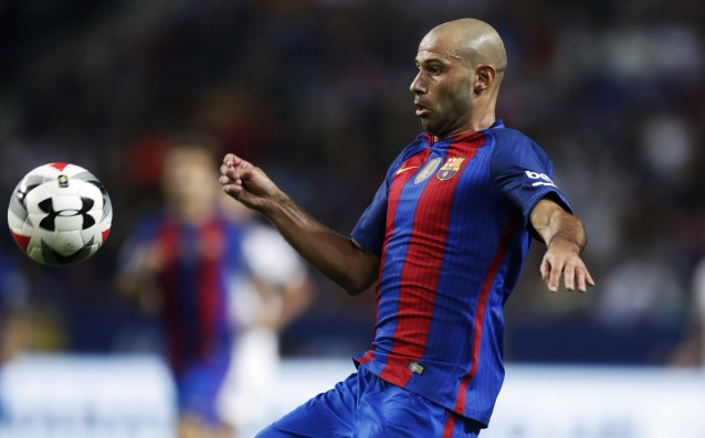 Mascherano re-signed with Barcelona