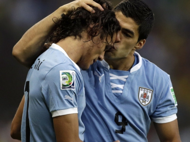 Cavani: 'Suarez deserves the Golden Ball.'