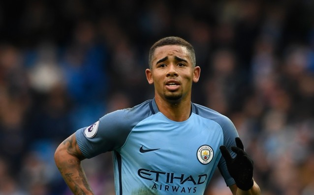 Gabriel Jesus did shopping by...a scooter