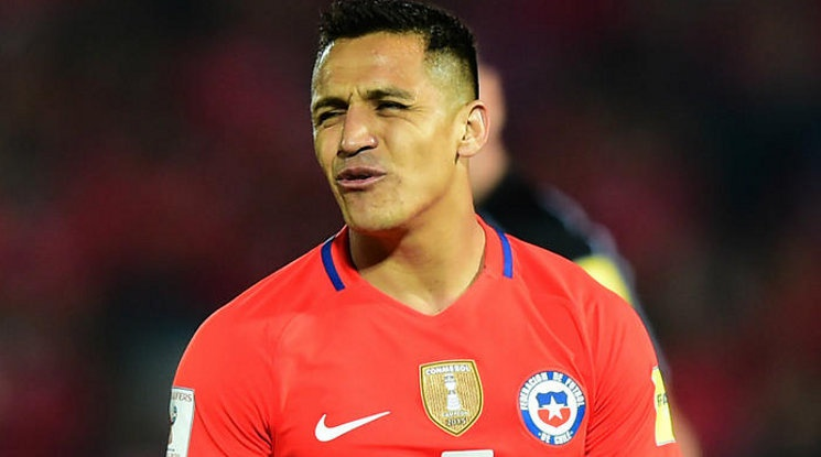 Sanchez trained with the team of Chile despite of his injury