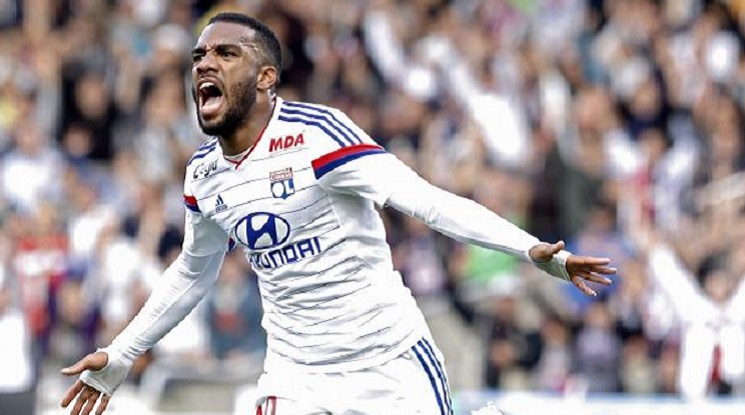 Lacazette is the main transfer target of Liverpool