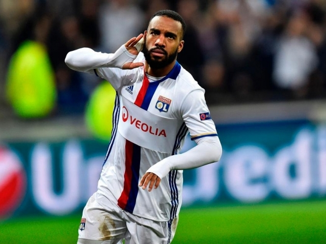 Arsenal is giving 40 million euros for Lacazette