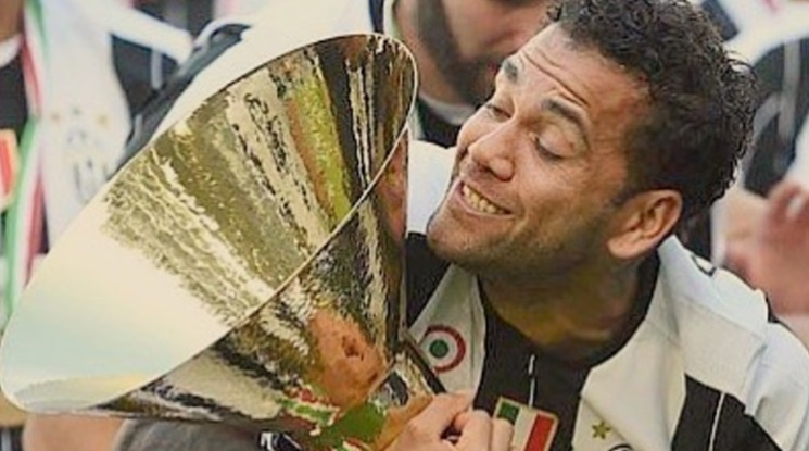 Dani Alves said goodbye to the fans of Juventus