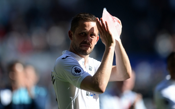 Everton has offered 45 million pounds for Gylfi Sigurdsson