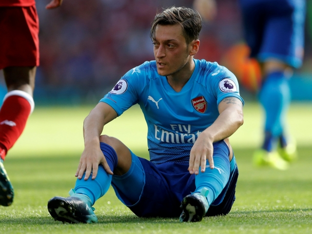 Arsenal wants to give Ozil to Barcelona