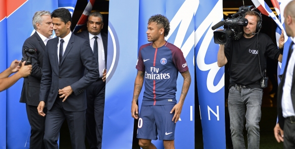 Bartomeu: 'Paris Saint-Germain and Manchester City only distort the transfer market!'