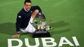 Bautista Agut with the title in Dubai