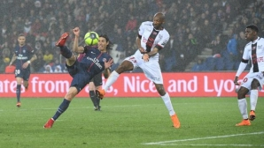 Cavani saved PSG against Gingan and outpaced Ibrahimovic
